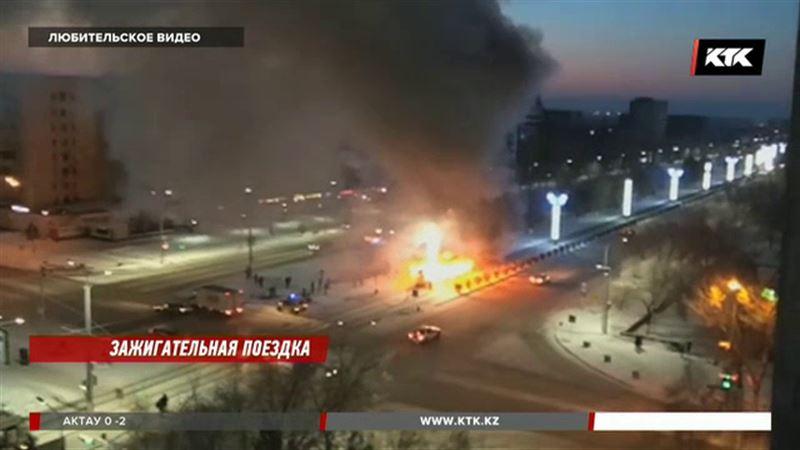 В Павлодаре полностью сгорел трамвай