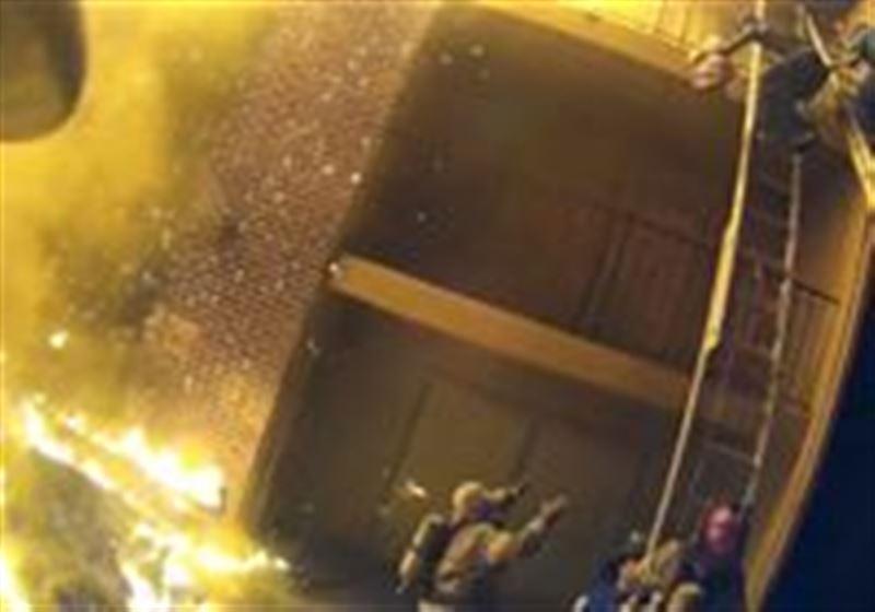ВИДЕО: Өрт сөндіруші үшінші қабаттан құлаған қызды қағып алды
