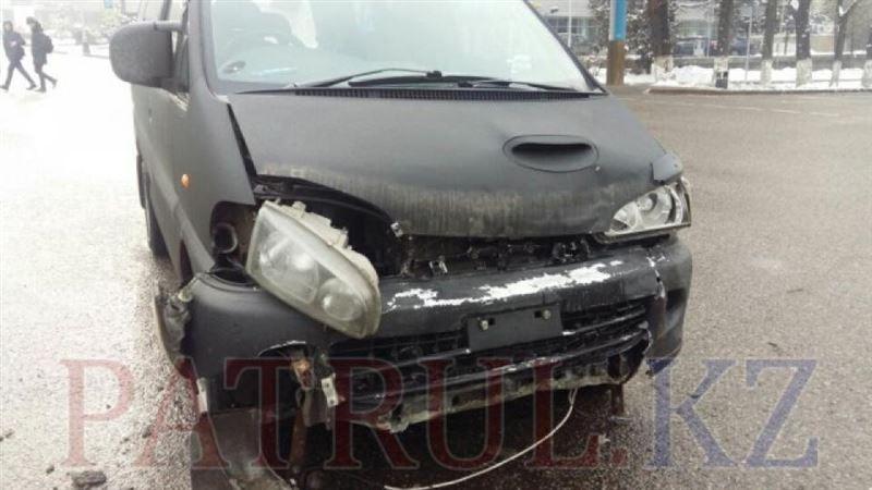 ВИДЕО: Назарбаев даңғылының қиылысында жол апаты болды