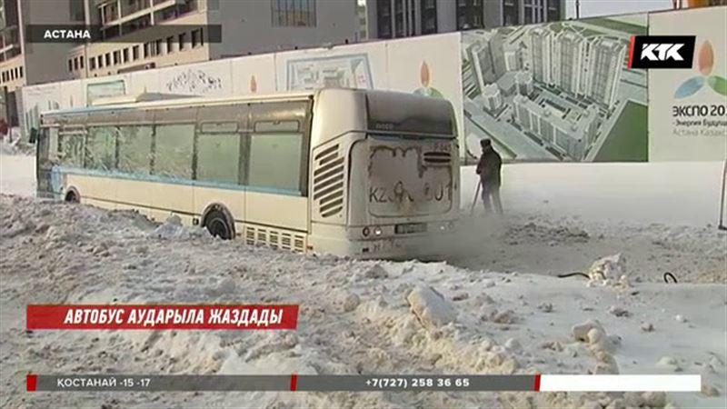 Астанада автобус аударыла жаздады