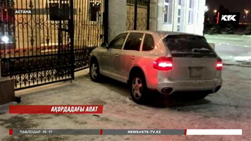 Астанада көлігімен Ақорданың қақпасына соғылған полицей қызметінен қуылды