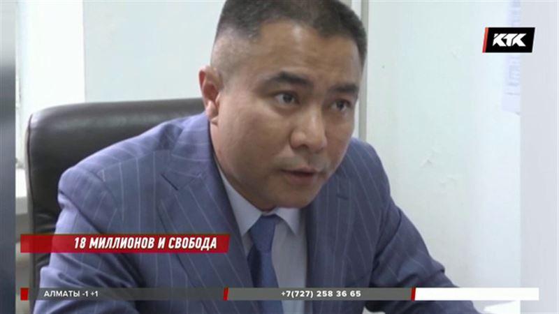 Атырауский чиновник-взяточник отделался штрафом