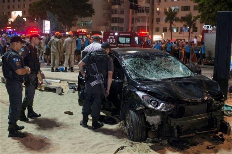 Автомобиль протаранил толпу людей в Рио-де-Жанейро