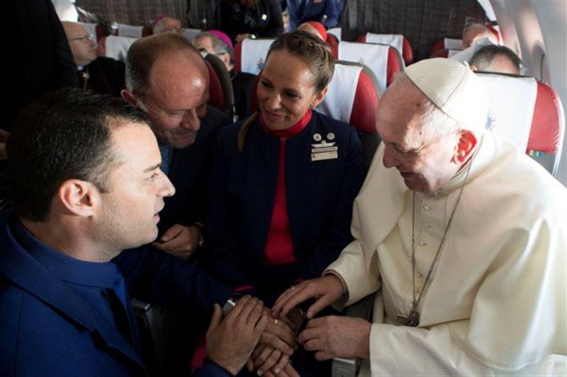 Папа Римский Франциск благословил брак в самолете