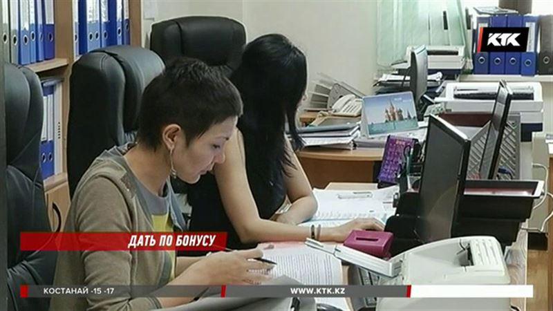 Казахстанским чиновникам будут платить по-новому