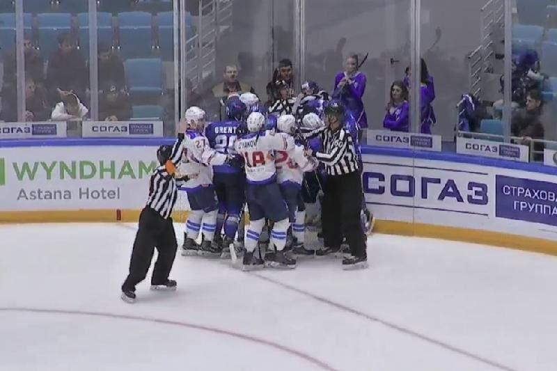 «Барыс» пен «Лада» хоккейшілері айдында төбелесіп қалды