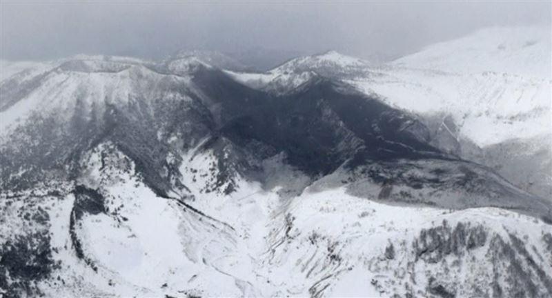 В Японии 15 человек пострадали из-за извержения вулкана и схода лавины