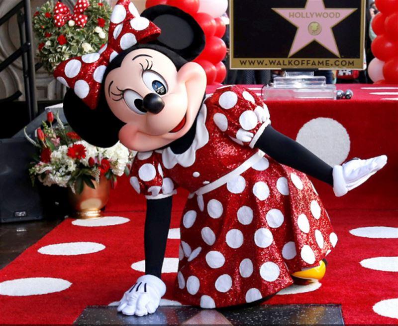 ВИДЕО: На Аллее славы появилась звезда Минни Маус
