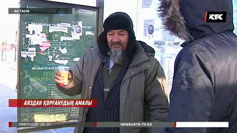 Астанада еріктілер тоңған астаналықтарға ыстық шай берді
