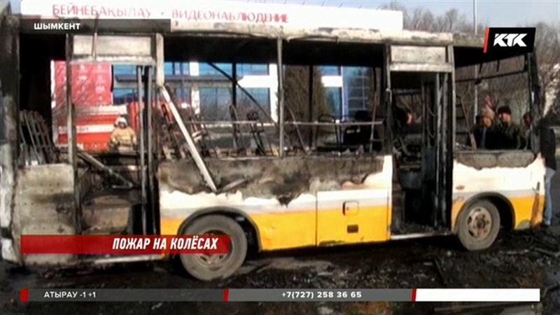 В Шымкенте вспыхнул пассажирский автобус