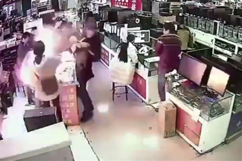 В Китае у мужчины во рту взорвалась батарея для iPhone