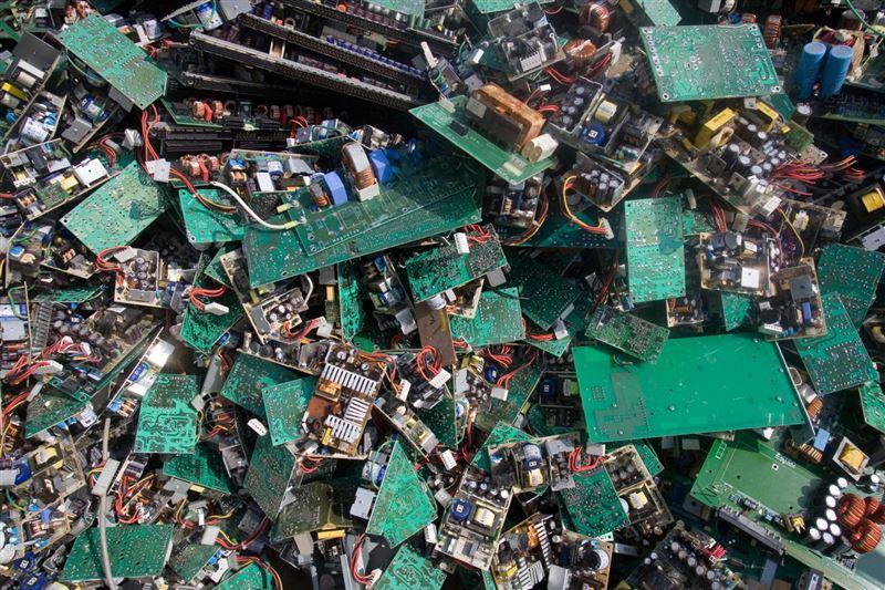 ВИДЕО: Қытайдағы Гуйюй қаласы электронды қоқыспен қоштасты