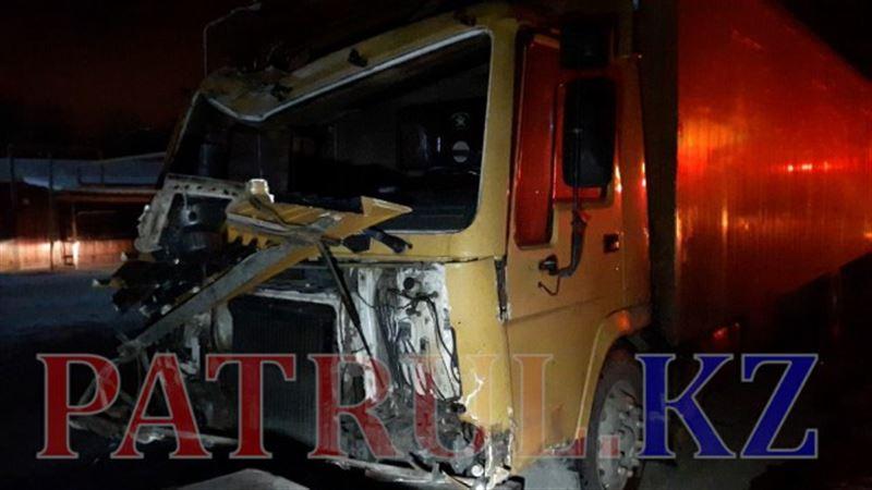 ВИДЕО: Алматыда жүк көлігінің бұзылып қалуынан бірнеше автомобиль апатқа ұшырады
