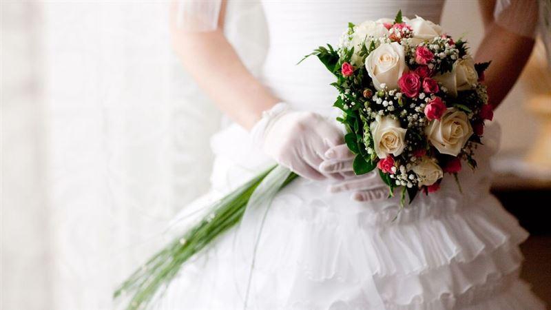 Китаянка больная белокровием сыграла свадьбу сама с собой