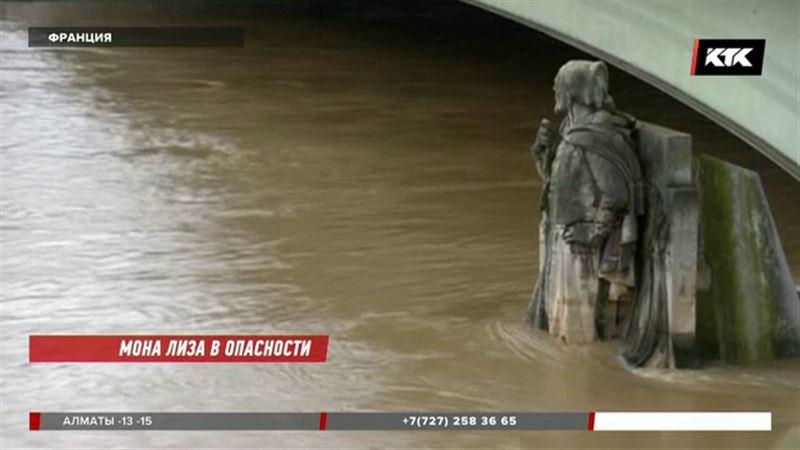 Сена выходит из берегов и заливает Париж