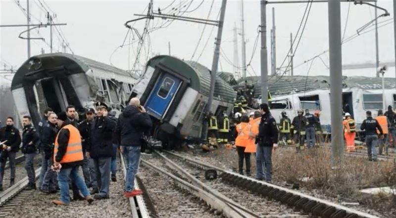 В Италии поезд сошел с рельсов. Есть жертвы