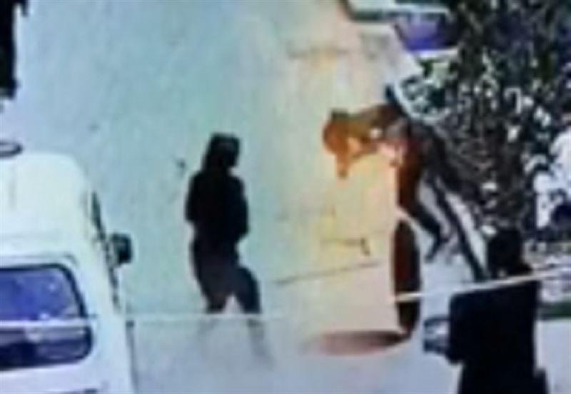 В Китае мальчик бросил петарду в люк и взлетел на воздух