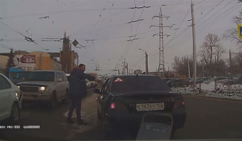 На дорогах Уфы водитель открыл стрельбу