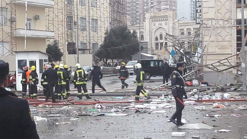 ФОТО: В центре Баку прогремел взрыв