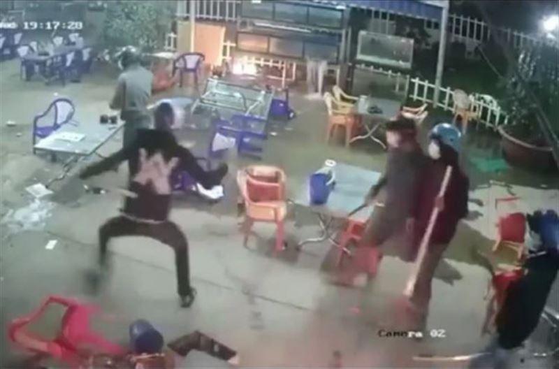 """В Сети появилось видео """"огненной"""" массовой драки в кафе"""