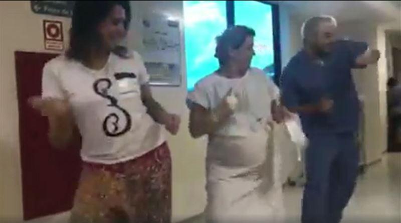 Бразильский акушер-гинеколог танцует с беременными, чтобы облегчить их боль