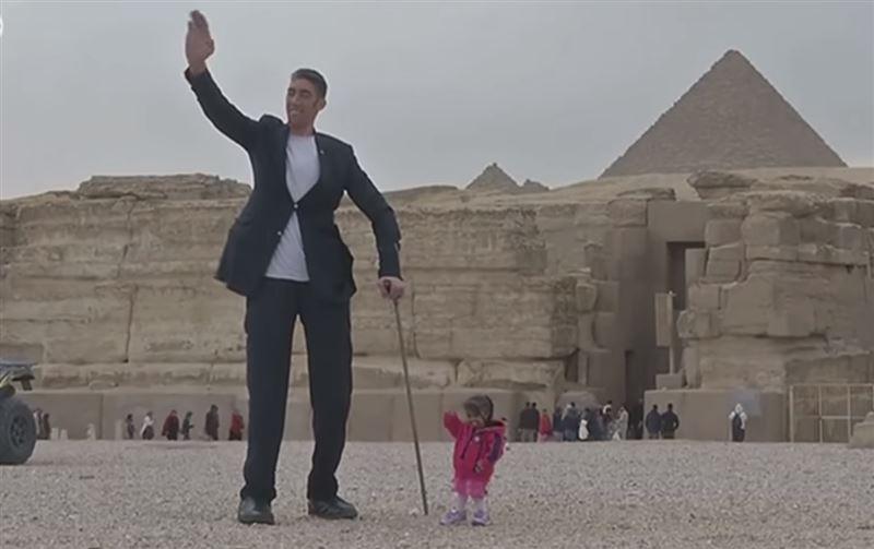 ВИДЕО: В Египте встретились самый высокий мужчина и самая маленькая женщина в мире