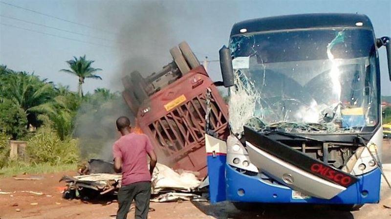 В Нигерии 20 человек погибли в ДТП с автобусом