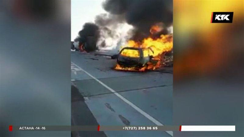 Фура и легковушка сгорели на трассе – причина неизвестна