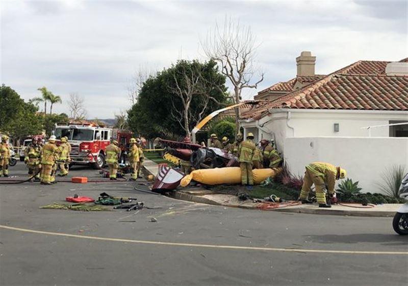 Три человека погибли при падении вертолета на жилой дом в Калифорнии