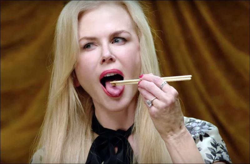Николь Кидман с аппетитом попробовала живых червей и гусениц