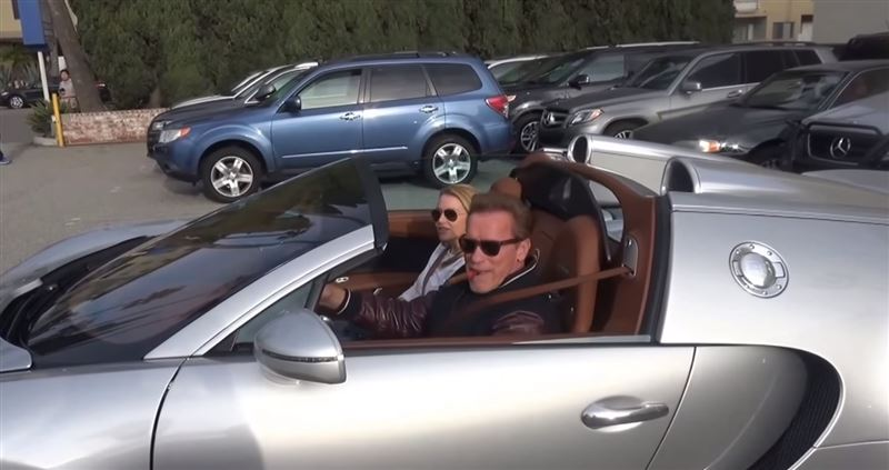 Арнольд Шварценеггер продал свой гиперкар Bugatti почти за 2,5 миллиона долларов