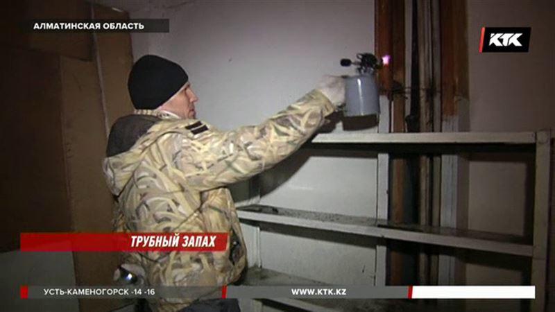 После коммунальной аварии квартиры в Талгаре заливает фекалиями