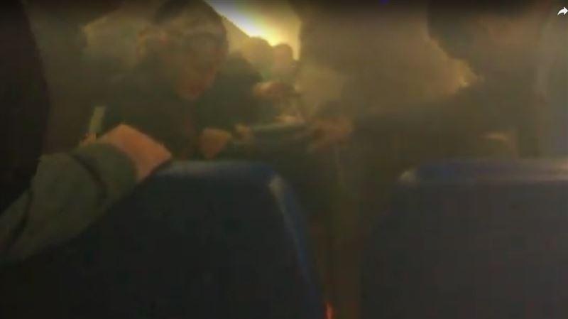 У пассажира самолета загорелся переносной аккумулятор для смартфона
