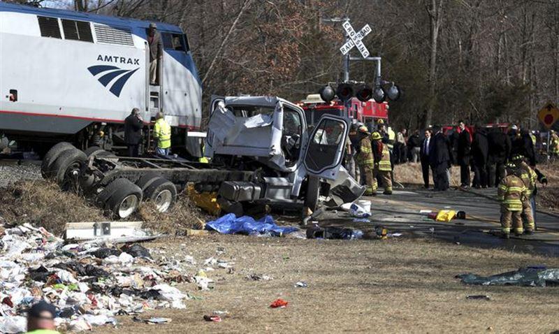 Поезд с конгрессменами протаранил грузовик в США, погиб один человек