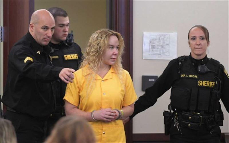 В США девушка убила сестру-близняшку ради ее парня