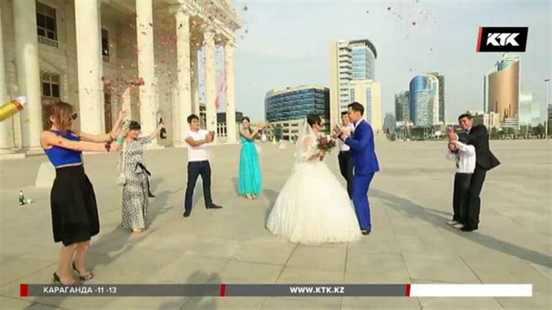 Казахстанских молодожёнов могут заставить проходить тест на совместимость
