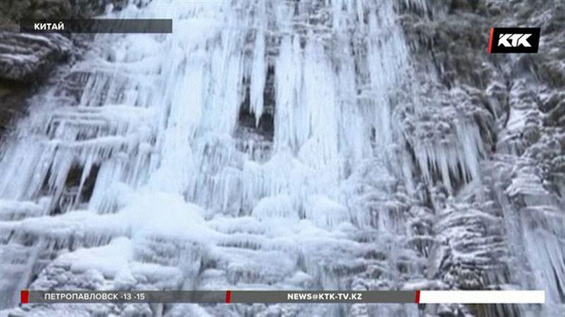 В Китае водопад превратился в гигантскую ледяную скульптуру