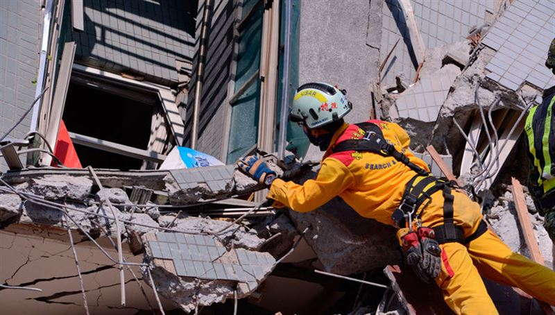 В Тайване произошло 6-балльное землетрясение, из-за которого обрушился отель
