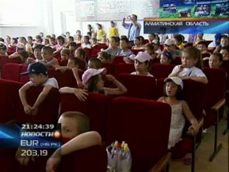 Сразу два представления для школьников Алматинской области организовал театр кукол