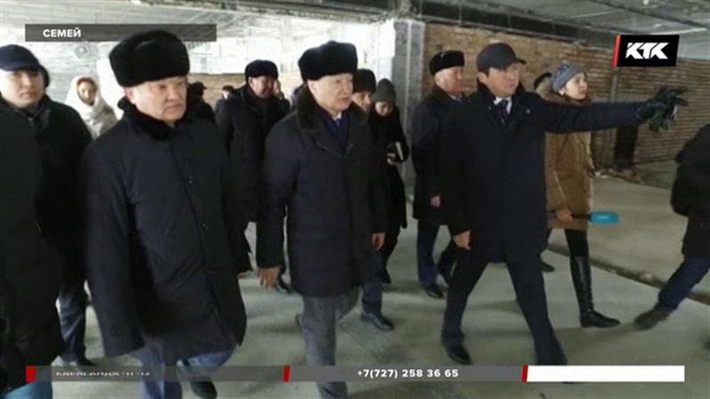 Пока семейские чиновники готовили документы, их аэропорт купил некто из Алматы