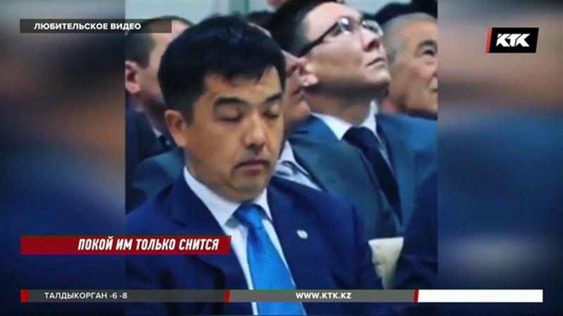 Бердыбек Сапарбаев обратился к своим сонным коллегам