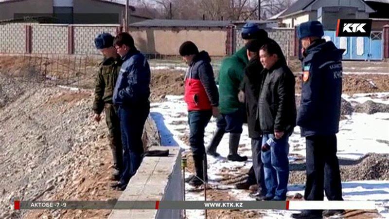 В ЮКО ищут 7-летнего мальчика, упавшего в реку