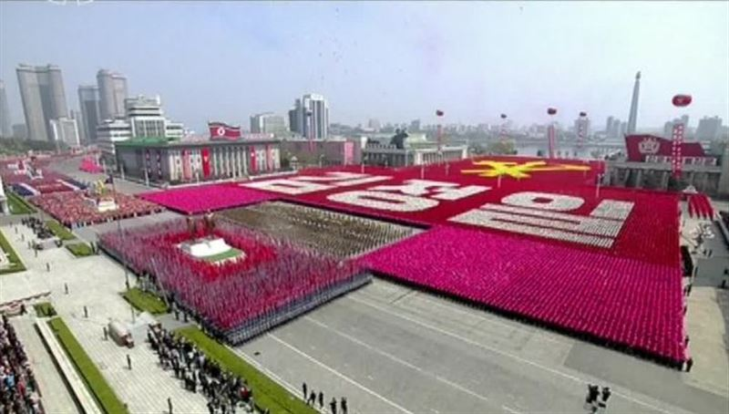 Северная Корея провела военный парад накануне Олимпиады