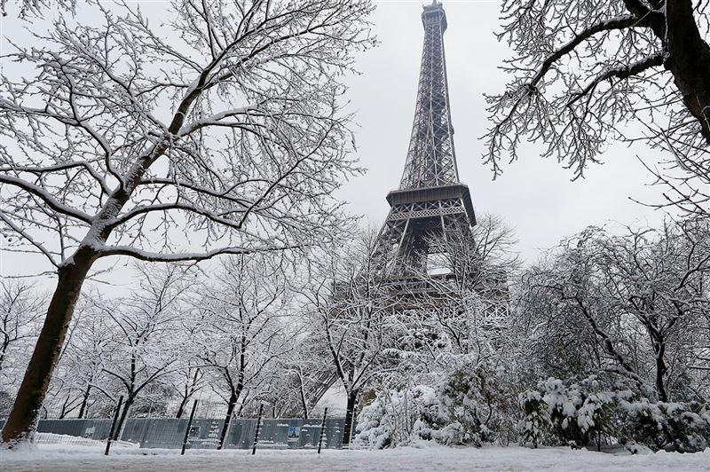 Францию накрыл самый мощный за семь лет снегопад