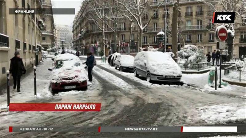 Париж накрыло снегом