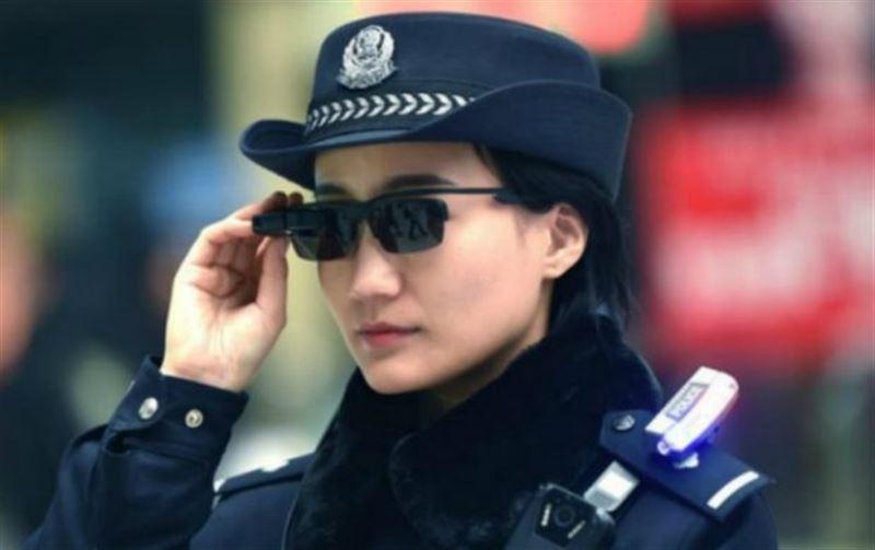 Қытай полициясы ақылды көзілдіріктің көмегімен 30-дан астам қылмыскерді ұстады