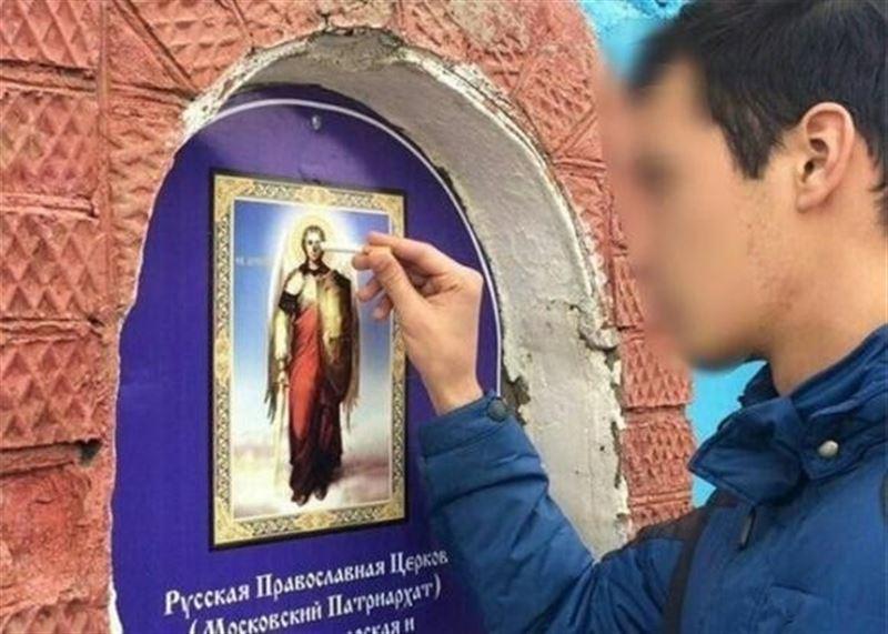 Житель Кубани ради лайков в соцсетях потушил сигарету об икону