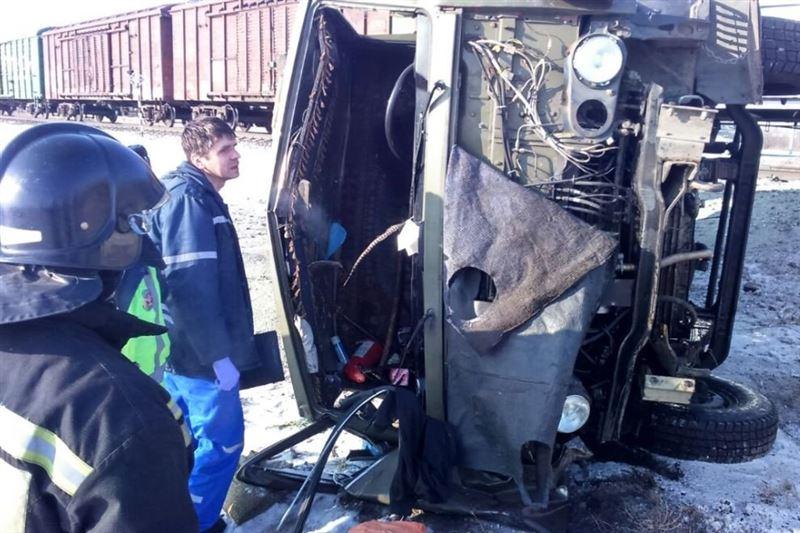Один человек погиб при столкновении поезда и грузовика