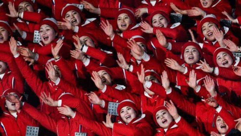 ВИДЕО: Болельщицы из КНДР стали звездами Олимпиады