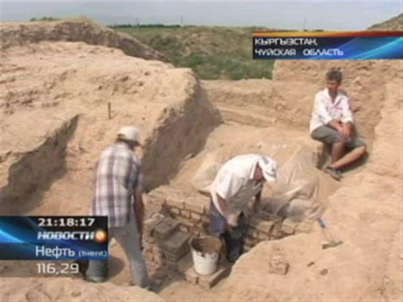 Неподалеку от Бишкека во время раскопок археологи наткнулись на глиняную статую Будды